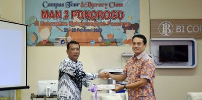 MAN 2 PONOROGO CAMPUS TOUR and LITERACY CLASS at UMPO